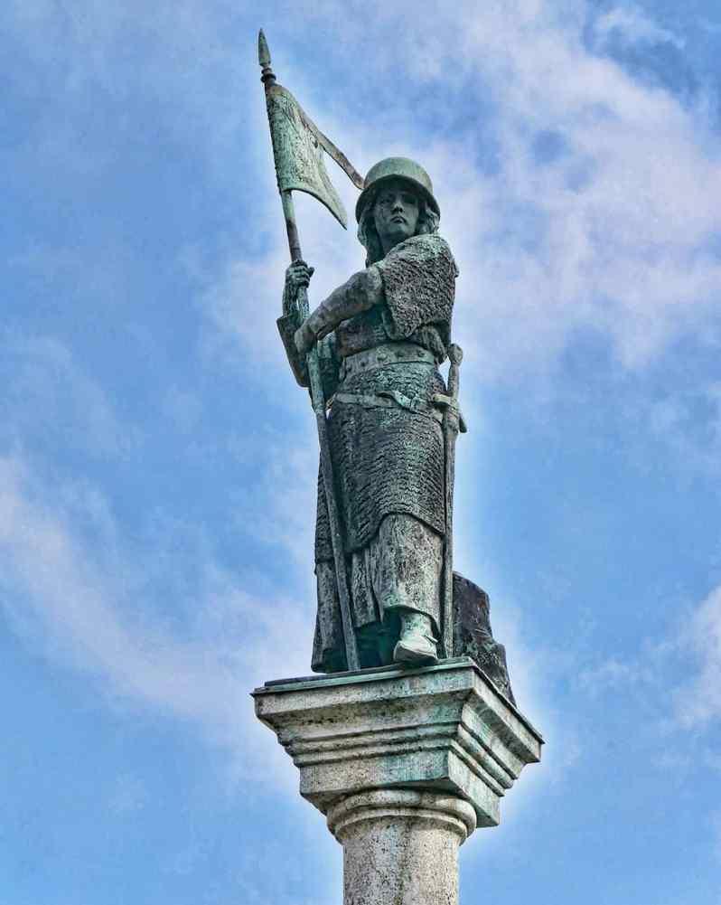 The Lindenhof Statue in Zurich, Switzerland - Luxury Columnist - Photography Blog