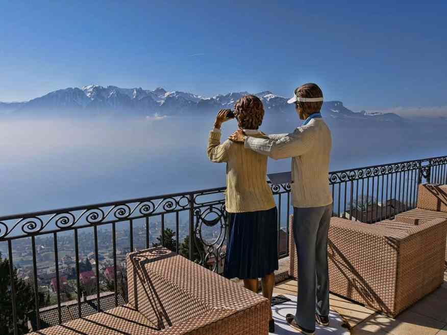 The Mirador hotel in Vevey has some really quirky statues including this couple! - Luxury Columnist - Food, Home & Travel Blog