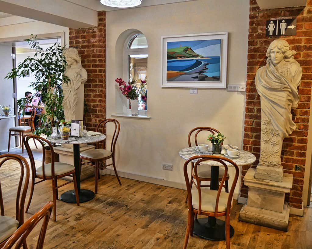 tearoom-compton-acres