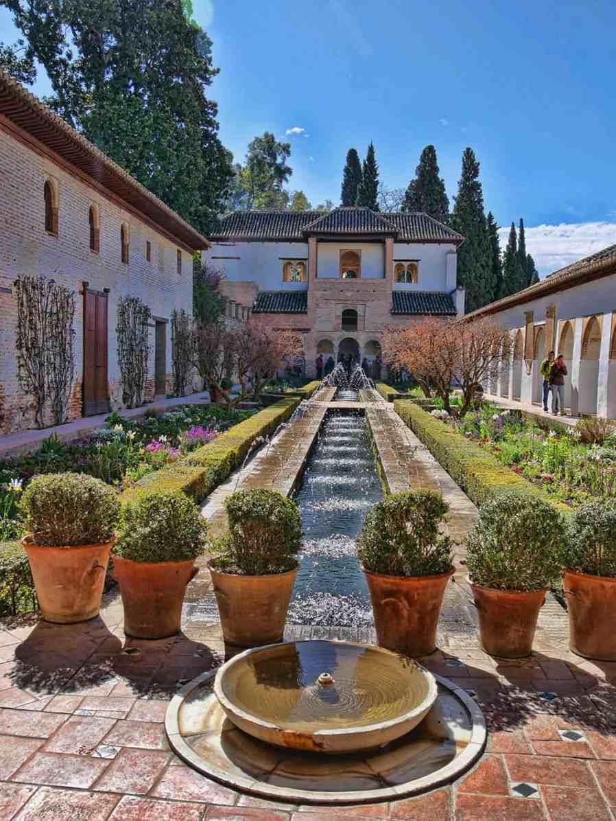 alhambra_generalife_courtyard