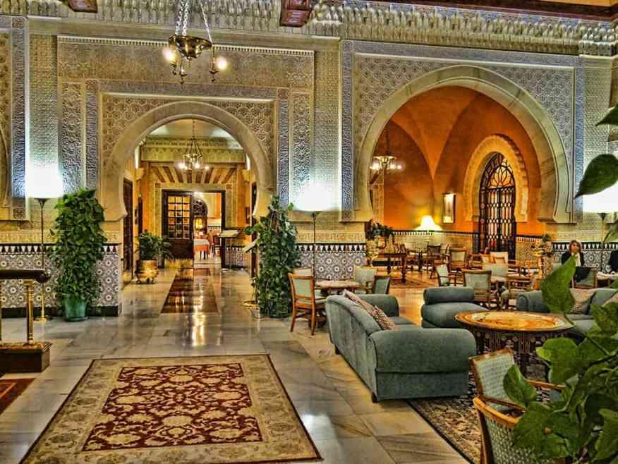 alhambra_palace_hotel_lounge
