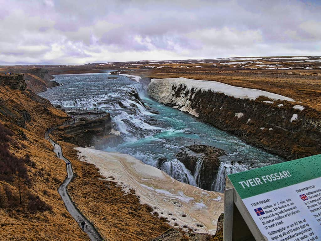 Two-waterfalls-Iceland