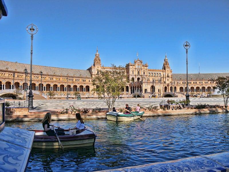 plaza-espana-boats