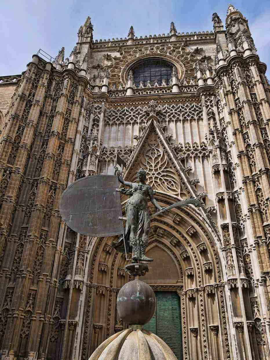 seville-cathedral-statue