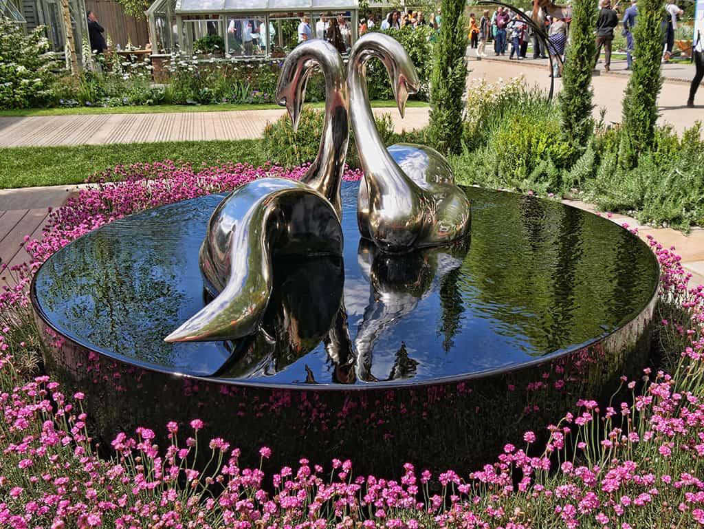swans-chelsea-flower-show