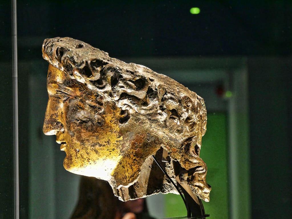 bath-roman-head