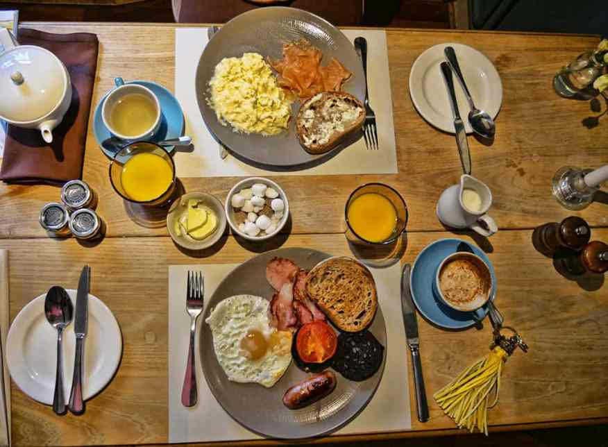 breakfast-greyhound-pub