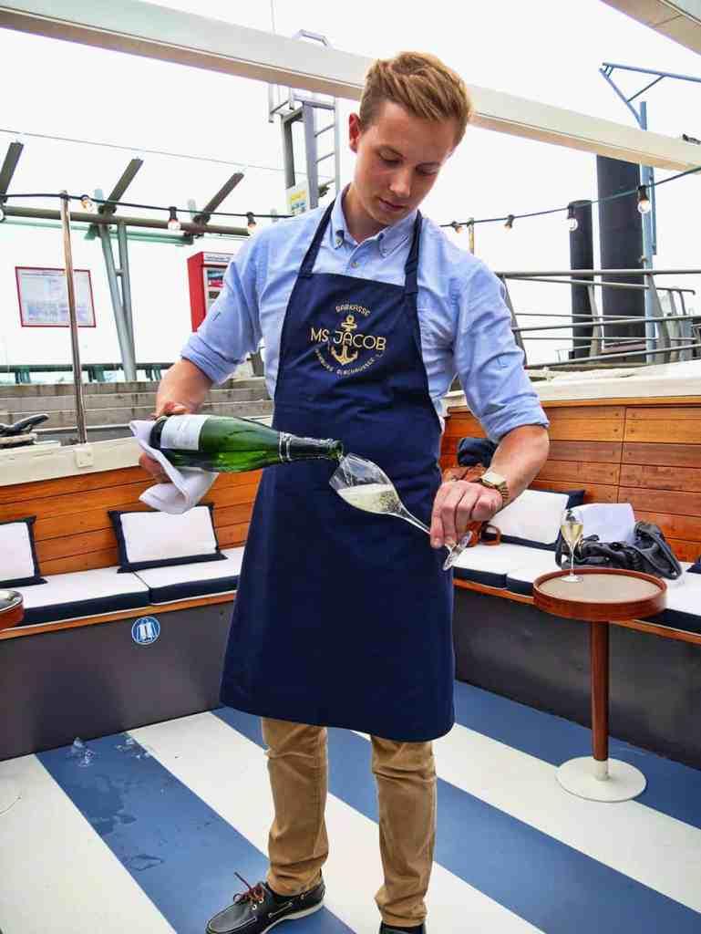 hamburg-boat-trip-champagne