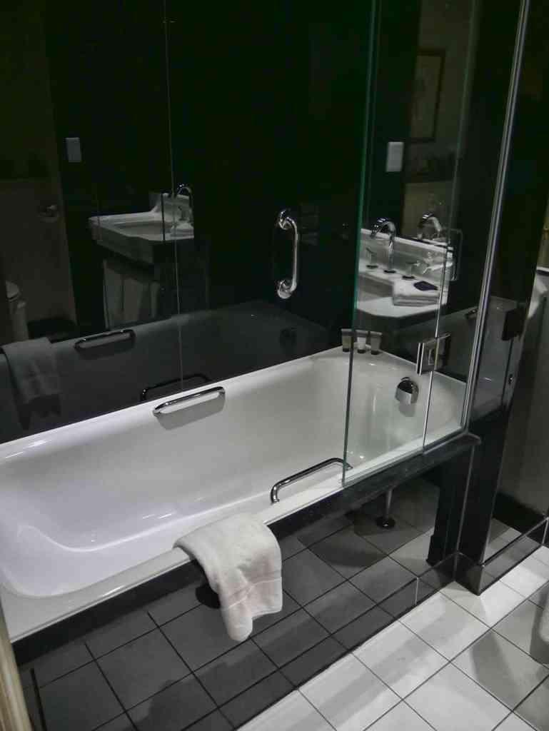 runnymede_hotel_bathroom