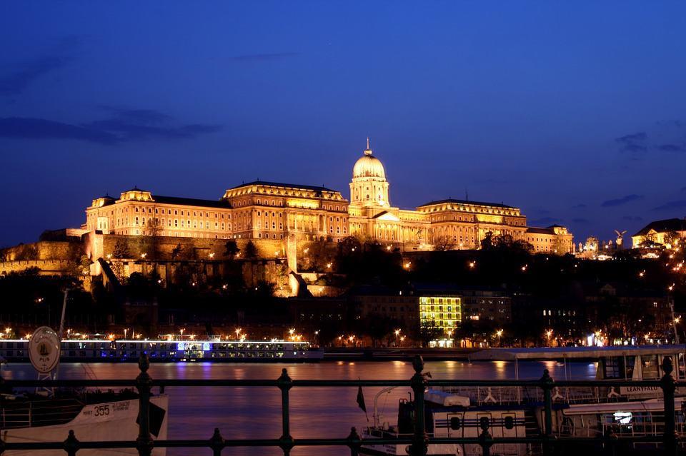 luxurious-city-breaks-in-europe-budapest-castle