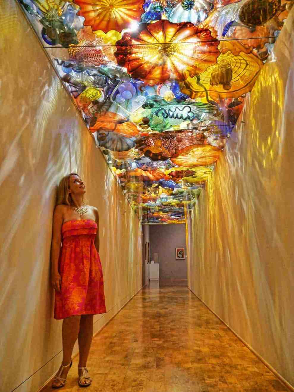dale-chihuly-naples-corridor