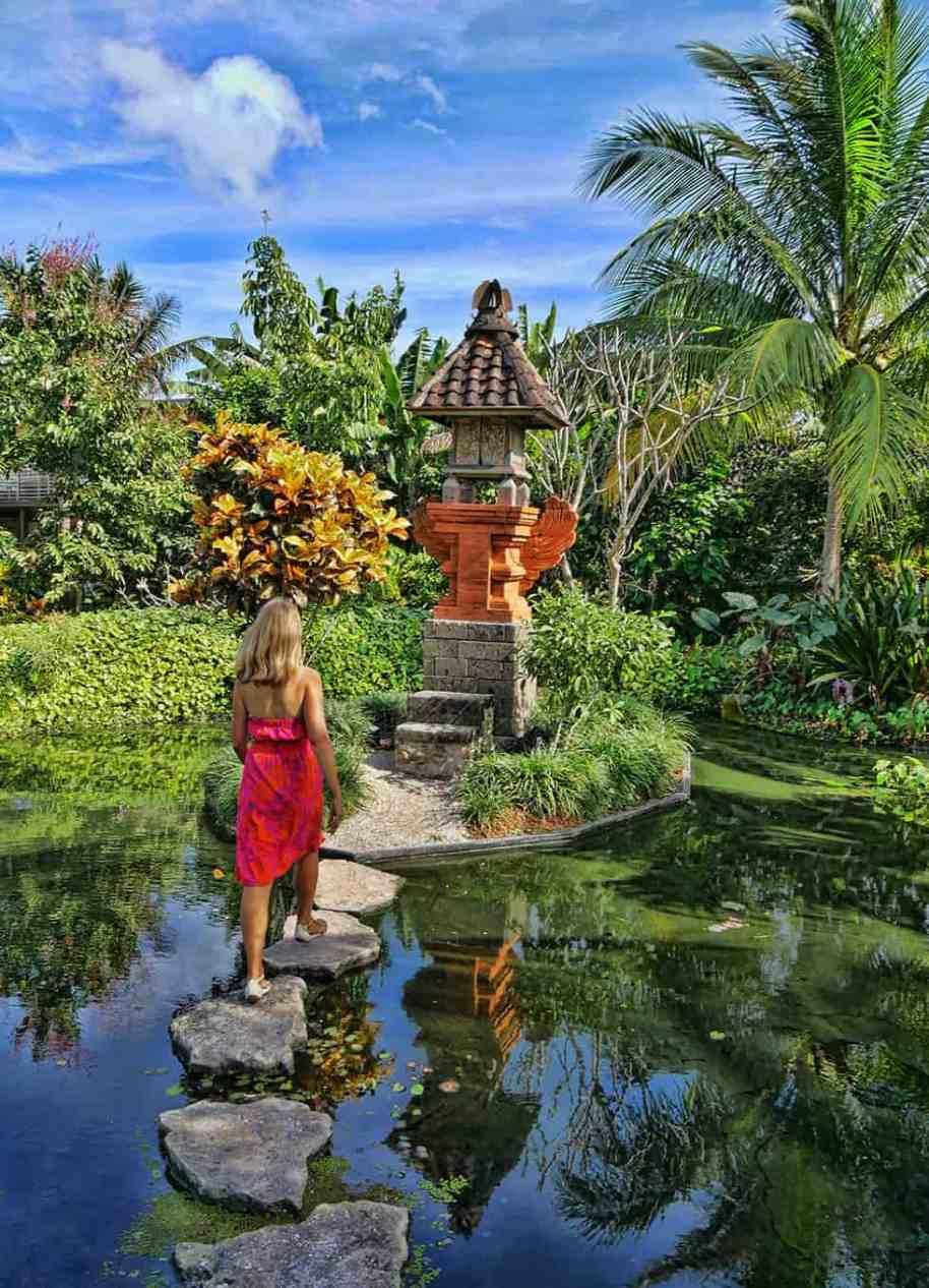 naples-botanical-garden-florida-pool
