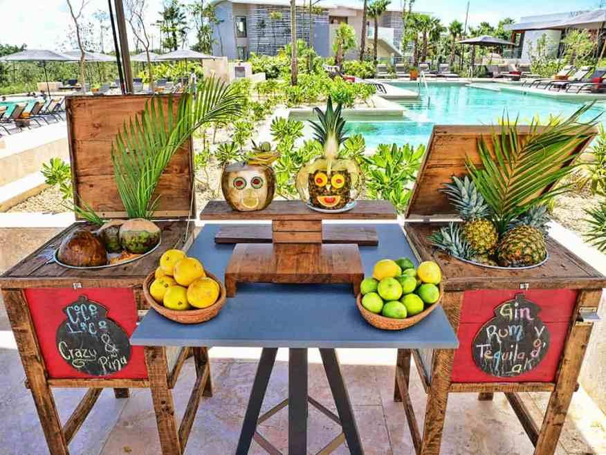 Andaz Mayakoba pool bar