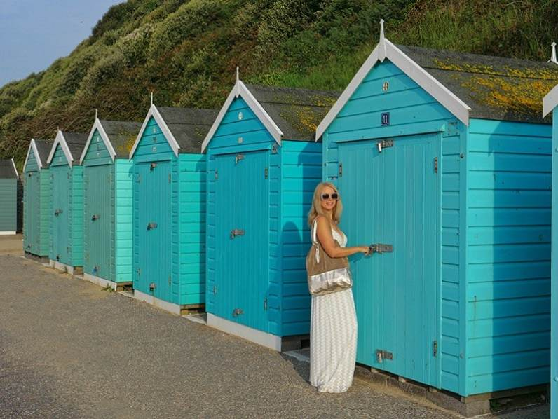 Bournemouth beach huts Summer vacation outfits