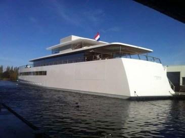 Steve_Jobs_yacht_back