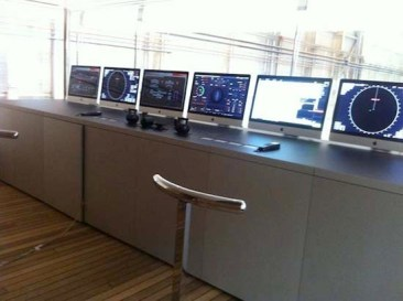 Steve_jobs_yacht_wheelhouse