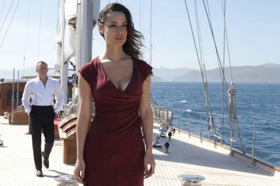 Berenice-Marhole-and-Daniel-Craig-in-the-James-Bond-Movie-Skyfall