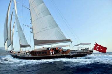 james_bond_superyacht_regina_from_skyfall_1