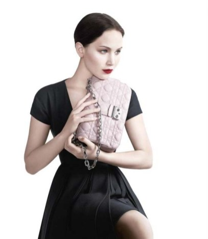 Jennifer-Lawrence-Miss-Dior-handbag-01