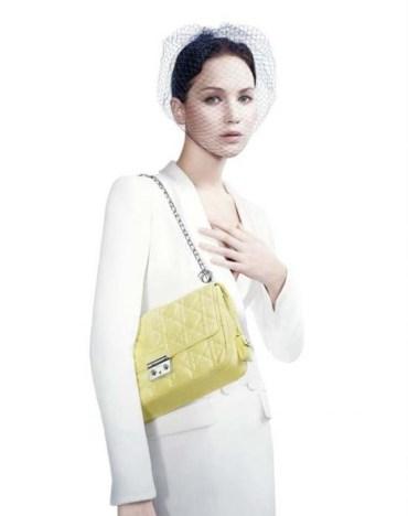 Jennifer-Lawrence-Miss-Dior-handbag-02