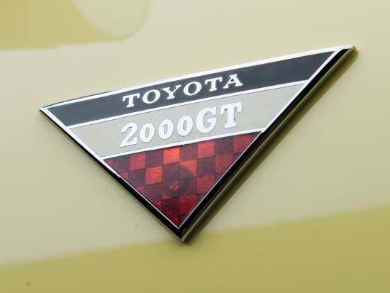 1967-Toyota-2000GT-08