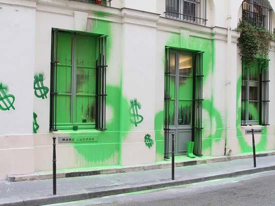 Marc-Jacobs-Paris-store-graffiti
