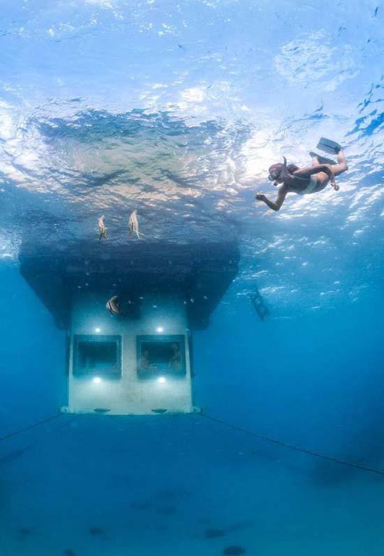 underwater-room-manta-resort-2