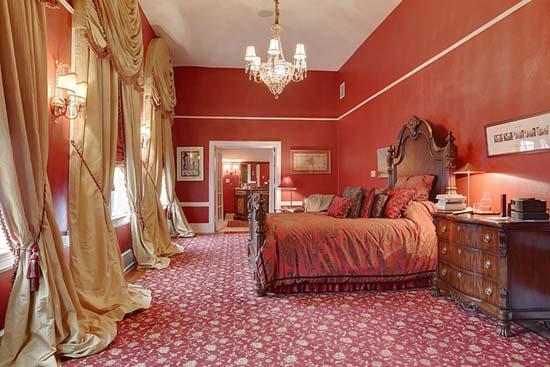 La Case de Castile - Master Bed:  3rd flr