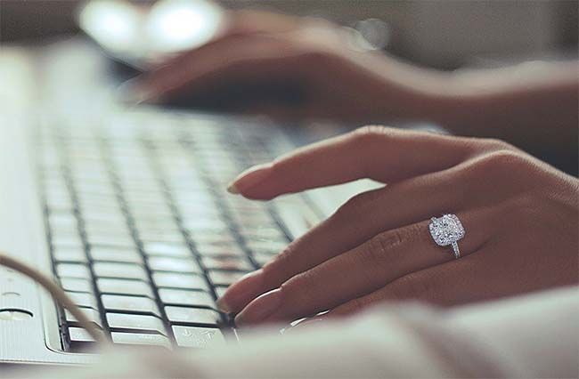 How Much Should You REALLY Spend on an Engagement Ring in 2018