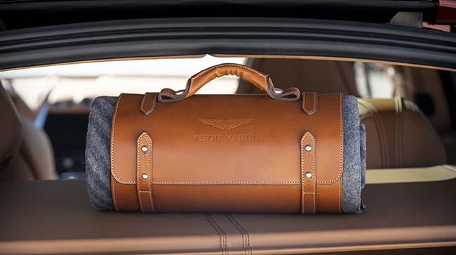 Aston Martin DBX Accessories Set