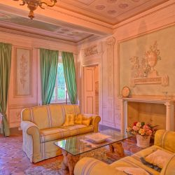 Historical Tuscan Villa with pool in Camaiore with breathtaking views over the Versilia coast
