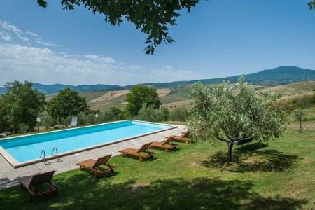Large Farmhouse Vacation Rental Near Siena Sleeps 12