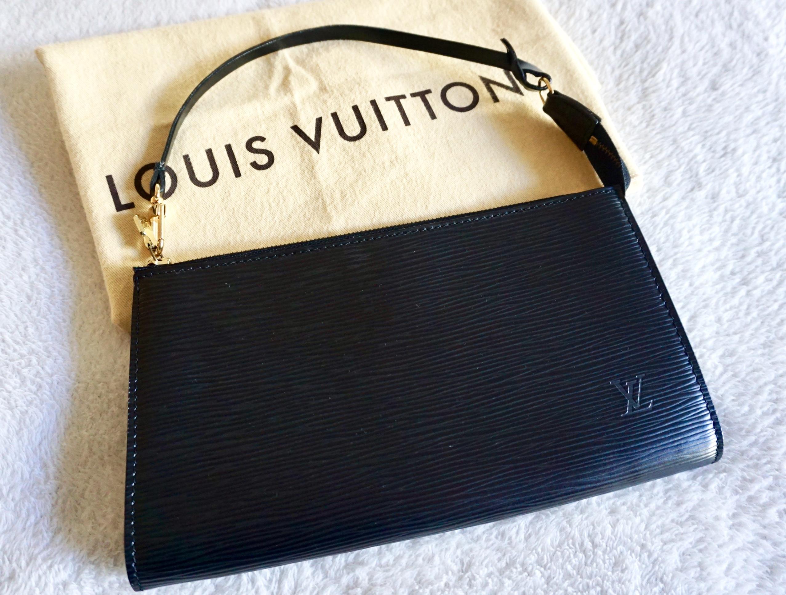 86b6396c9989 Louis Vuitton Black Epi Leather Handbag — brad.erva-doce.info