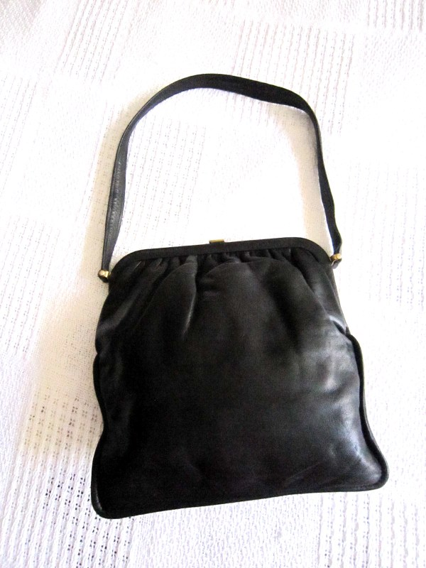 Vintage Black Leather Kiss-lock Shoulder Bag