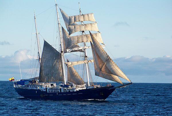 sailing family cruise Galapagos