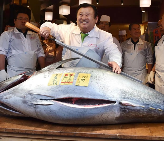 Japanese Sushi Chef Pays A Whopping 117 000 For A Blue