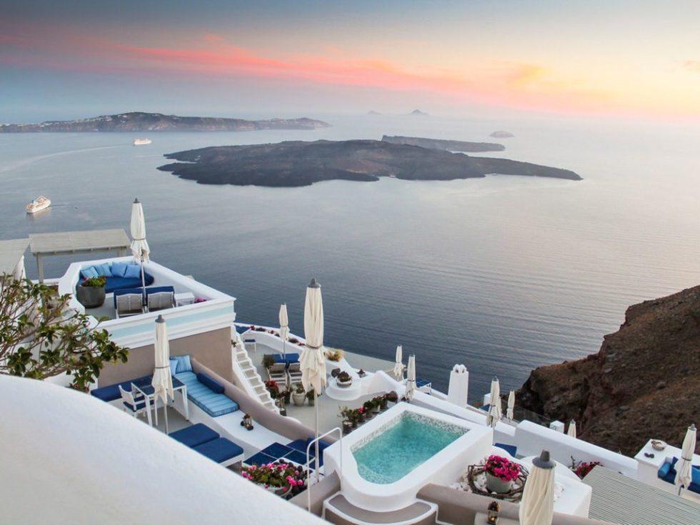 iconic_santorini_luxury_news_online
