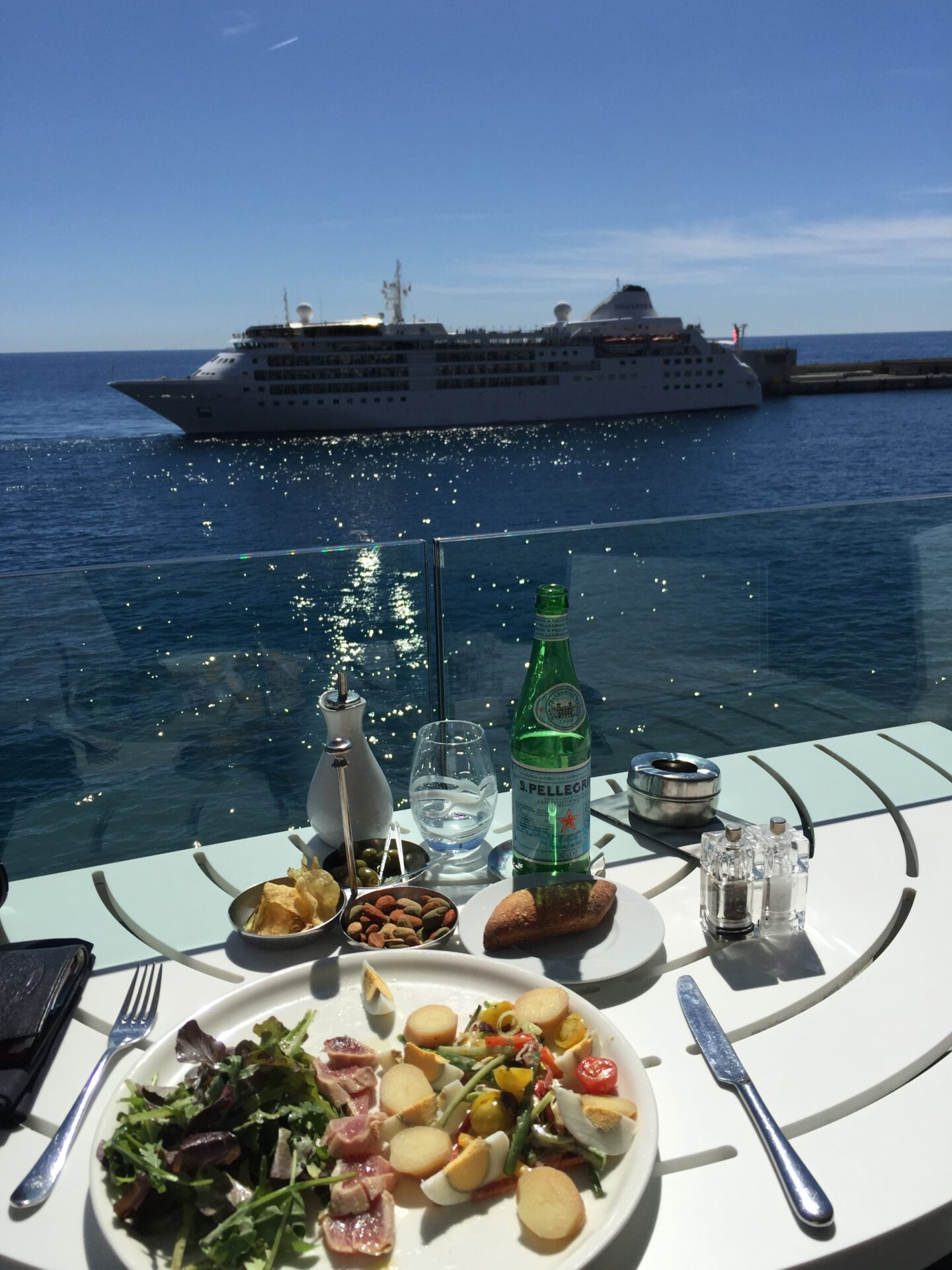 Lunch In Paradise