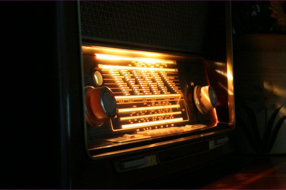 graetz sinfonia 522 luxuryradios restauro radio e hi fi d 39 epoca. Black Bedroom Furniture Sets. Home Design Ideas