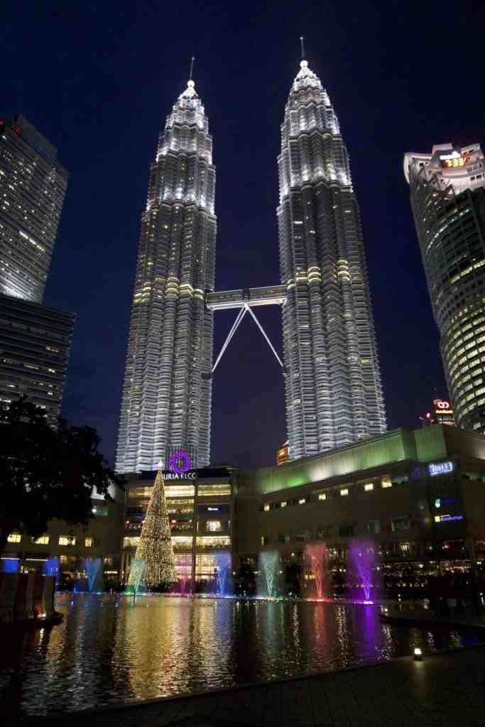 Ideal Cities For A Long Layover - Kuala Lumpur - The Traveller's Guide By #ljojlo