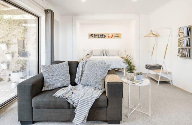 Lounge Room - Airbnb Adelaide Beaches - Luxury Travel Hacks
