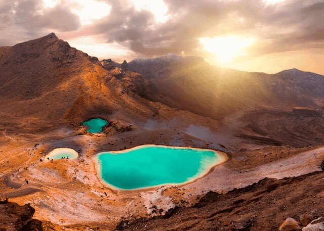 Tongariro Crossing - Kiwi Campers New Zealand - Luxury Travel Hacks