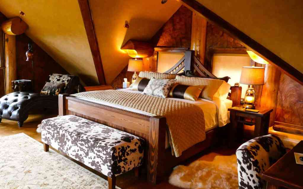 Coyote Bluff Estate room - Couples Retreat Near Me - USA, Montana