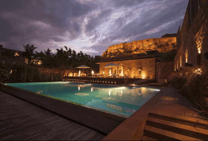Romantic Getaways in Asia - Pool RAAS Haveli - India