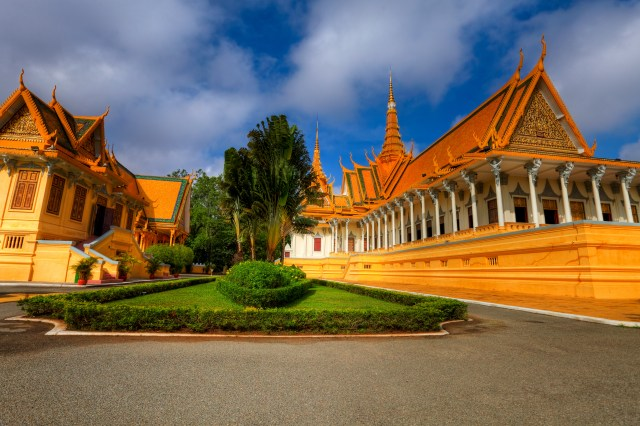 royal palace phnom penh cambodia holiday