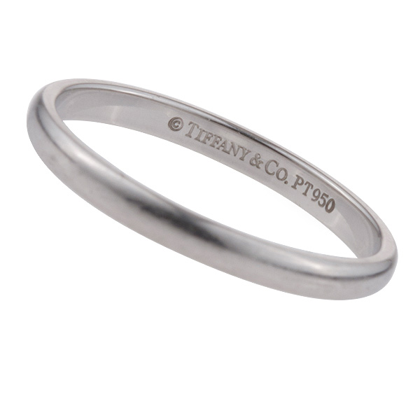Tiffany & Co. Lucida Wedding Band in platinum. Size 5