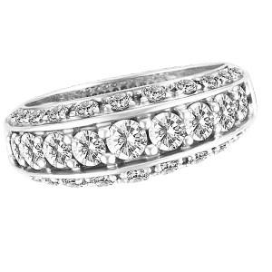 Diamond ring in 14k white gold. 1.30 carats in diamonds. Size 7.