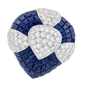 Beautiful drop shaped diamond and sapphire ring in 18K. 9.50 carats in sapphires