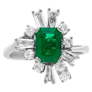 Emerald and diamond ring in 14k white gold. 1.00 carats in diamonds. Size 6.75