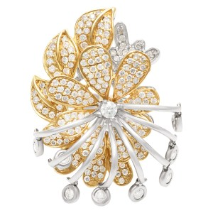 Flirty flower ring with 2 carat in diamonds in 18k yellow and white gold. Size 7.